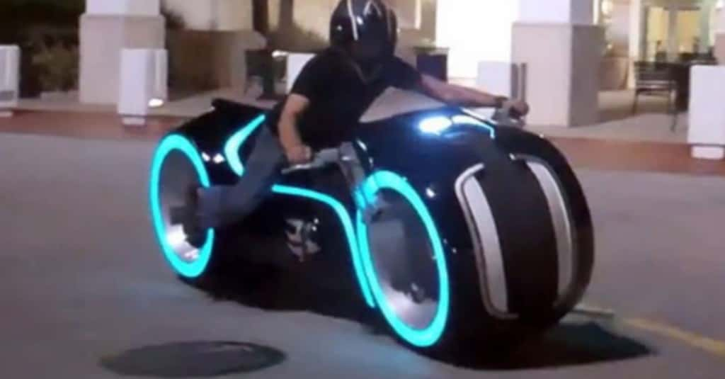 film_tron_legacy_light_cycle_electric