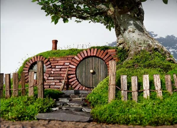 Miniature-Hobbit-Home-4