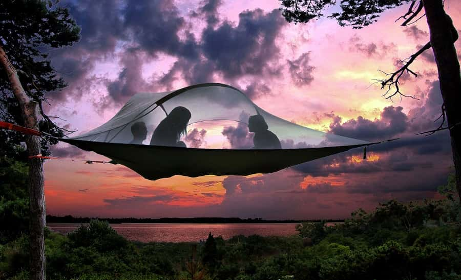 Camping-on-a-Higher-Level-Suspended-Tree-Tent-08