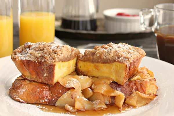 challah-french-toast-with-warm-apples-and-cinnamon-crumble
