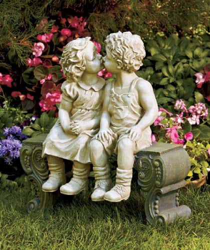 Sweet Kissing Garden Statues