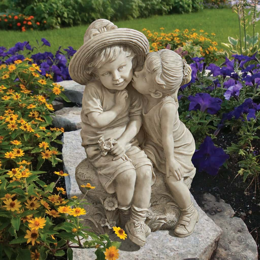 romantic kiss garden statue