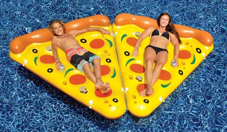floating pizza