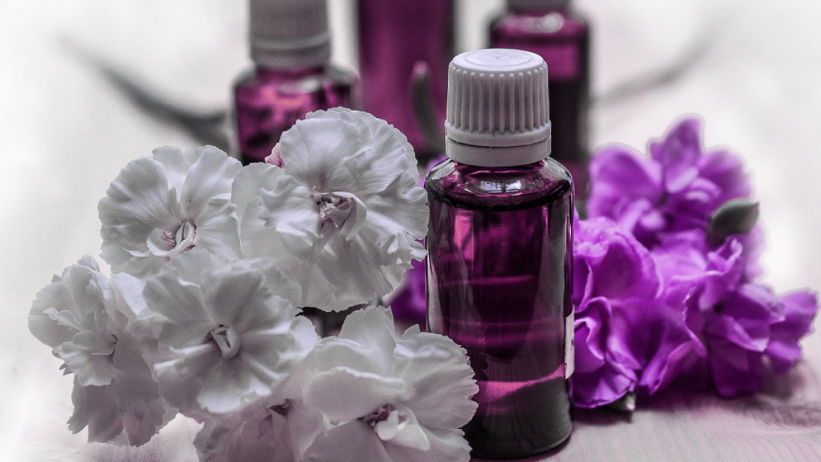 10 Reasons To Use Essential Oils In Your Home