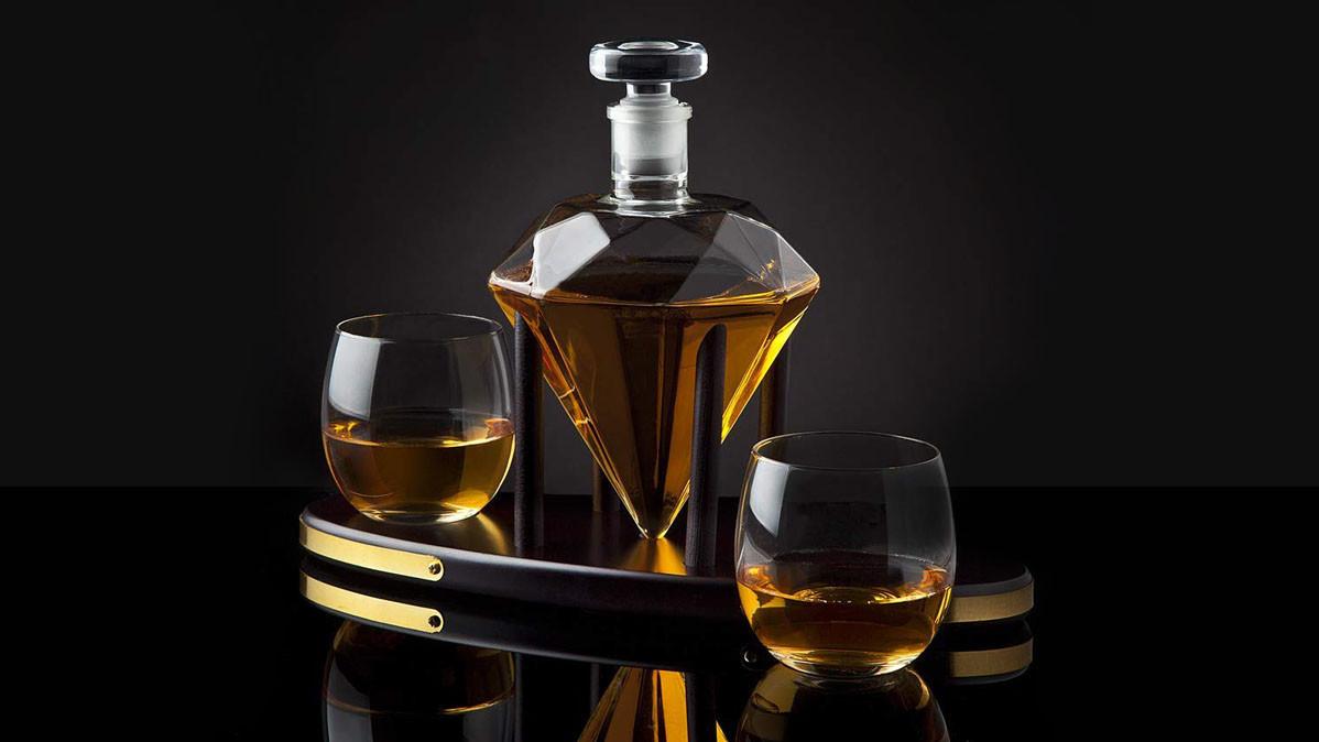Elegant Diamond Shaped Whiskey Decanter Set