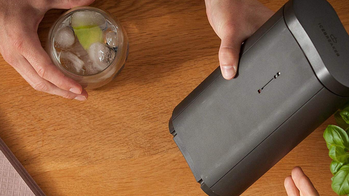 Keep Your Drinks Cold without Effort with This Icebreaker