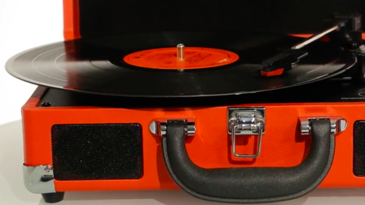 Modern Turntable Offers You Built-in Stereo with a Suitcase Design