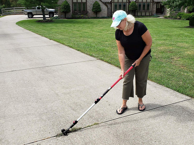 Getting Rid of the Sidewalk Weed Gets Super Simple with This Snatcher