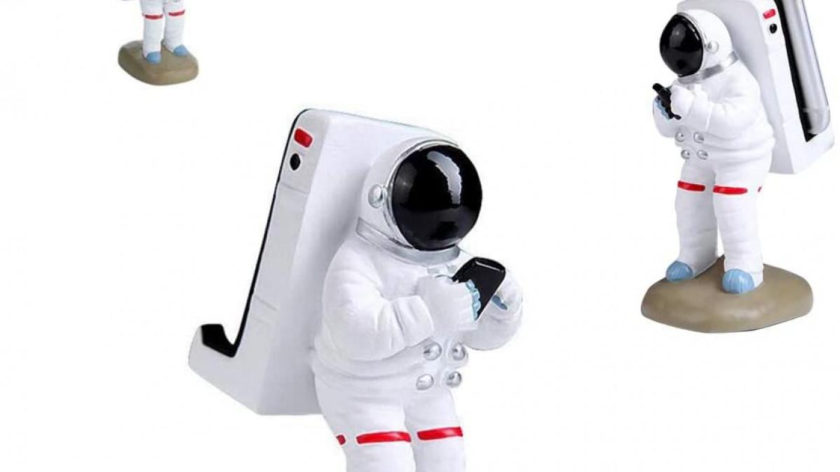 Astronaut Smartphone Mount