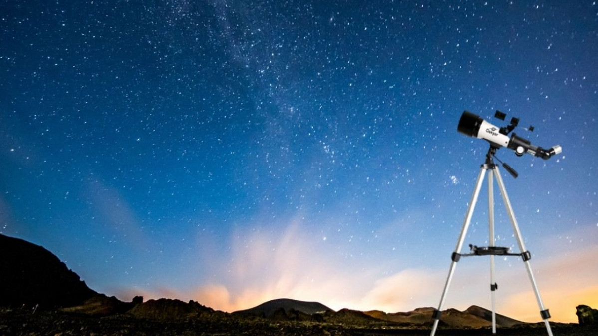 Take Your Stargazing Experience to the Next Level with This Handy Telescope